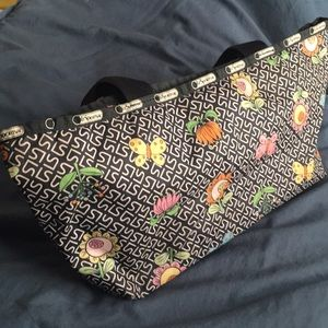 Lesportsac Bags - LeSportsac signature floral tote